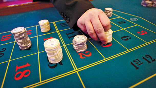 The Way To Play Poker Online: Strategies And Tips